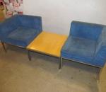 Sohvaryhmä ja pöytä, kaksi sohva ja pöytä