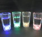 Vilkkuvat shottilasit, 4 eri väriä ( sininen, vihreä, punainen, keltainen), yhteensä 20 kpl. Polykarbonaattia