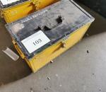 Y-103. Työkalulaatikko työkaluineen.