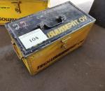 Y-104. Työkalulaatikko työkaluineen.