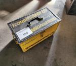 Y-105. Työkalulaatikko työkaluineen.
