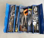 102. Työkalupakki, työkaluineen.