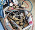 139. Kaasuhitsaus mittareita, poltin ja letkua.