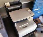 150. Monitoimitulostin HP Color LaserJet CM1312 MFP ja paperisilppuri Rexel CC175.