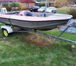 Vene, moottori ja traileri. Buster R, Suzuki 55 heppanen moottori.