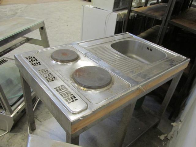 Keittiötaso tiskialtaalla ja hellalevyillä, käytetty, Helsinki